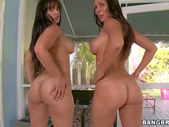 Rachel Starr and Liz shake their Big bare asses