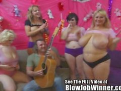 Огромное tittied Samantha 38G и друзьям глубокий заглот вентилятора