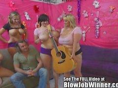 Enorme tittied Samantha 38G y amigos deepthroat ventilador