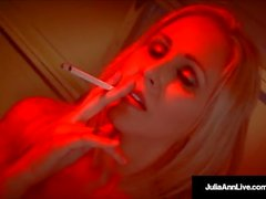 Mega MILF Julia Ann syvä kurkku A Cock POV taas tupakointi!