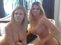büyük memeli ve büyük eşek petrol up ve masaj göğüsleri ile sıcak sarışın lezbiyenler