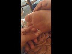 Pies Sleepy Blonde y Tickle y masaje