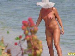 Sex auf dem Strand - Amateur Nudist Voyeur MILFs