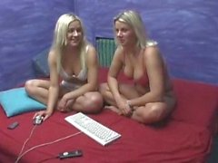 Best Friends Surf The Net For Sex