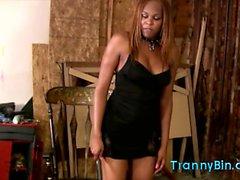 Ebenholts Tranny knullar hennes slav-