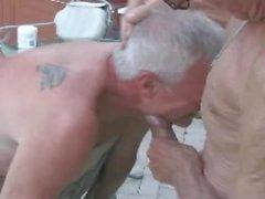 Дедушка трахает втроем