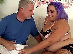 Cute BBW Jade Rose erhält Pussy gefüllt mit Hahn.