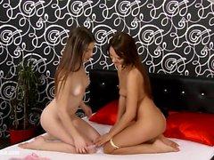 Фрида и Ennie лесбиянки дрочит на Sapphic Erotica