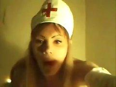 Knull utklädd sjuksköterska