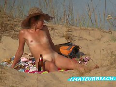 Strand am nackt teen Das Mädchen