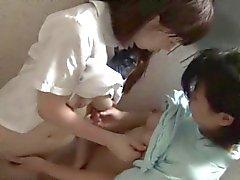 gli adolescenti lesbian asiatiche bacia