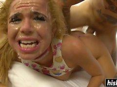 Alina West genießt einen harten Schlong