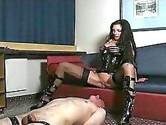 Kinky e di strana bellimbusto capo slut oscuro legati
