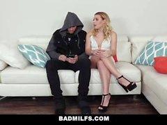 BadMILFS - Mama und Stepson Fick Petite Teen GF