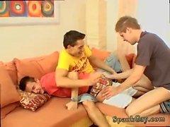 Адам-гей соблазняет подростков мальчиков, меняющих игру!