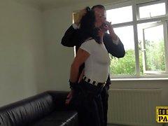 Наруто UK MILF обрезанный во время курения дома