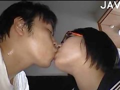 Titty japonais reçoit sa chatte le dildo farcies