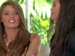 Привлекательным длинноволосый брюнетка красоты Мадлен обладает интервью