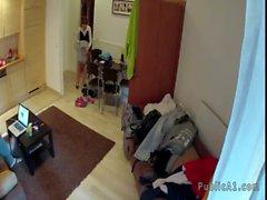Chaude ménage brünett baisée dans chambre d'hôtel