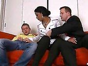 Jolloin eksoottisia hyvännäköinen Alex sekä hänen kaksi kaveri ystävät kilistää viinien