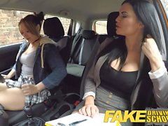 Fake Driving School Daddys fille échoue son test avec MILF