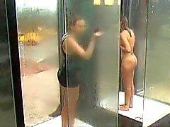Milfar som fångas På Allmän dusch BVR