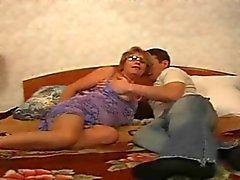 Sexy oma voor jonge jongen