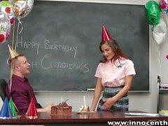 InnocentHigh Basic Teen fickt Geburtstagskind
