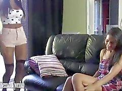 Het lesbisk tjej fångade wanking gör att storbystade ebenholtz slampa sperma i stor leksak