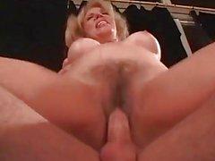 Slutty Blonde wird hart gefickt