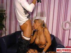 seins Milf allemand baise et foutre sur les seins