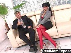 RealMomExposed - Horny Sekretärin liebt einen Schwanz in ihren Arsch
