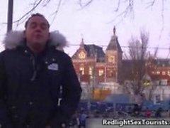 Tyska turister kommer till Amsterdam