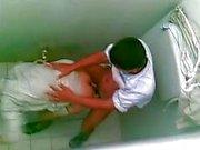 arabische Jungen erwischt verdammtes Public toilet