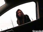 Stranded jugend Gina Devine akzeptiert Fahrt vor Fremden Fahrzeug