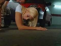 Rubia italiana cuenta como es violada en el parking