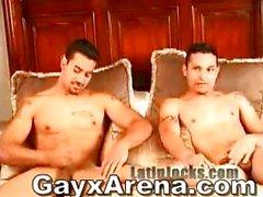 Latin Gay Çift Banyo Ve Wanking