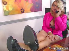 Big Titted Vicky Vette'in Kate İngiltere'yle İlk EVER Video!