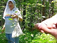 gute Großmutter in den Wald