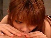 Kinky-Typ legt auf eine vollbusige japanische Geliebte in sexy schw