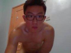 Красивый азиатский парень