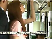 Miho Maeshima Kinesisk flicka får ett kaskad den glasögonen