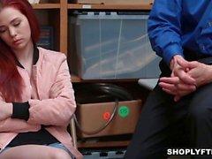 Shoplyfter - Teen Messo a nudo Down e inculata dal raccapricciante di Guy