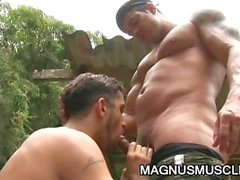 Juri von Bryan und die Junioren Pavanello : Military Muskel Männer Sex im Freien