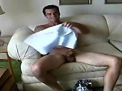 Bi- - Cuck il marito passa per glutei e il pene