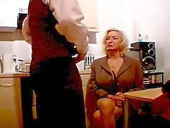Franska Blond mogen med stora bröst och ung kille