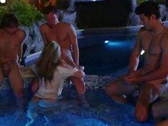 Enorme de del puma con senos de Julia de Ann chupar pollas en la piscina