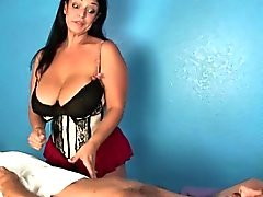 Hugetitted los masajes dominación femenina los clientes pene