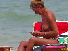 Topless Amatore MILFs - Guardone spiaggia Close-up