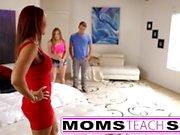 Passaggio la mamma scopa figlio in sex tape trio caldo